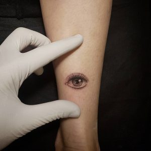 small eye tattoo by @yuda_tattoo