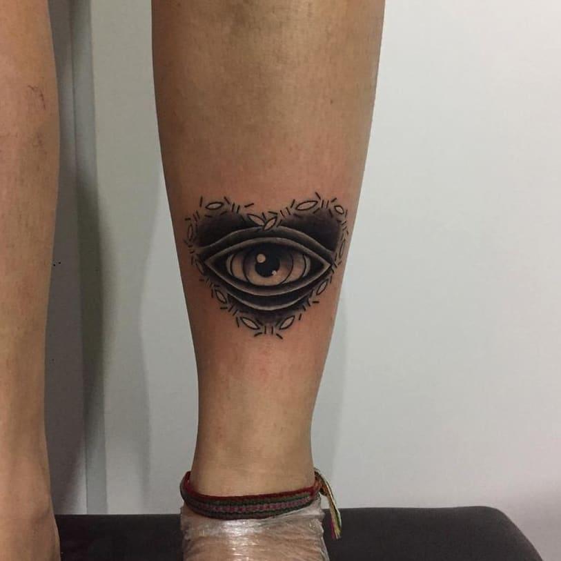 tatto occhio cuore by @leonoratattoo