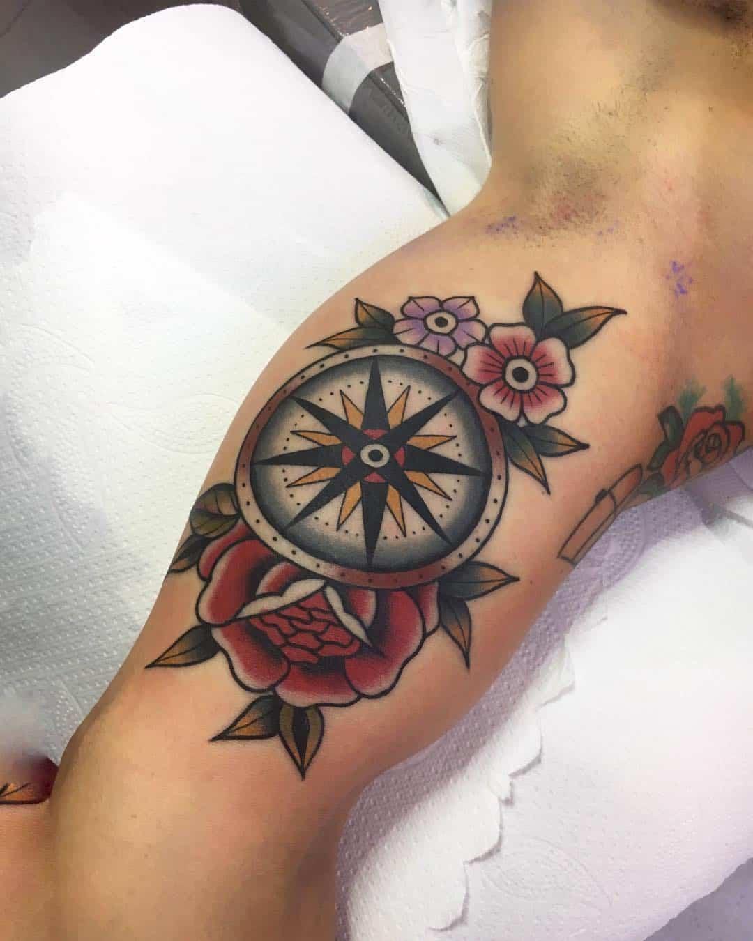 rosa dei venti tattoo by @francesco_scontrini