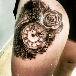 tattoo orologio con rose