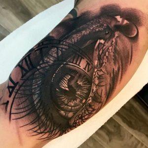 tattoo orologio occhio lacrima