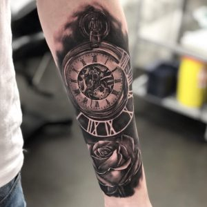 tattoo orologio rose