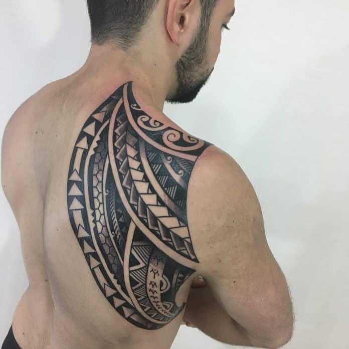 tatuaggio tribale spalla