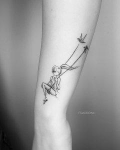 tattoo stilizzato altalena uccelli by @frappeink