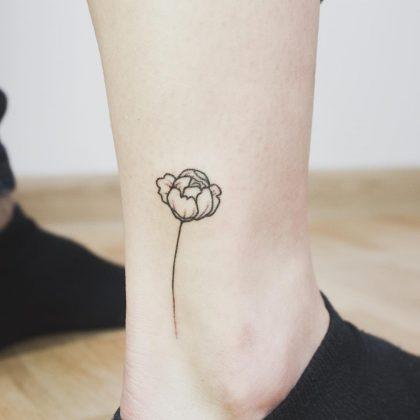 tattoo stilizzato fiore by @bymosler
