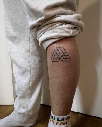 tattoo stilizzato gamba by @avec_ou_100_sucre