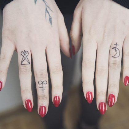 tattoo stilizzato mani by @bymosler