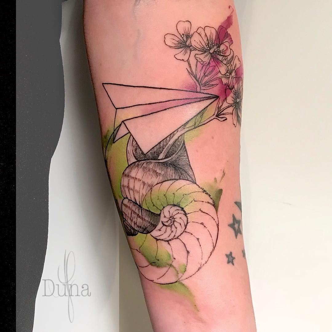 tattoo aereoplanino di carta by @duna_af