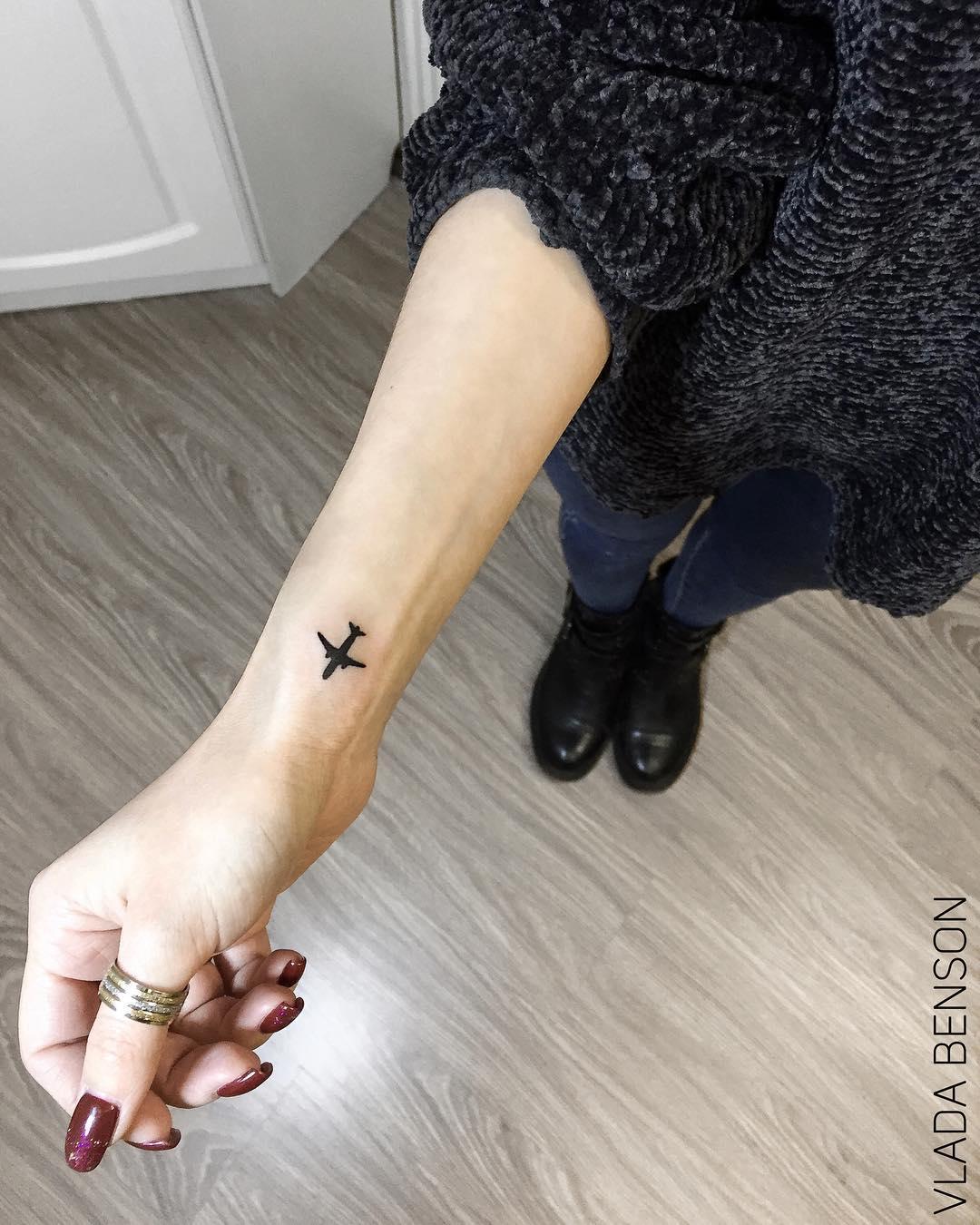 tattoo aereoplano by @vladabenson