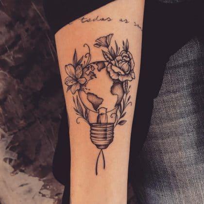 Tatuaggio a colori o in bianco e nero: