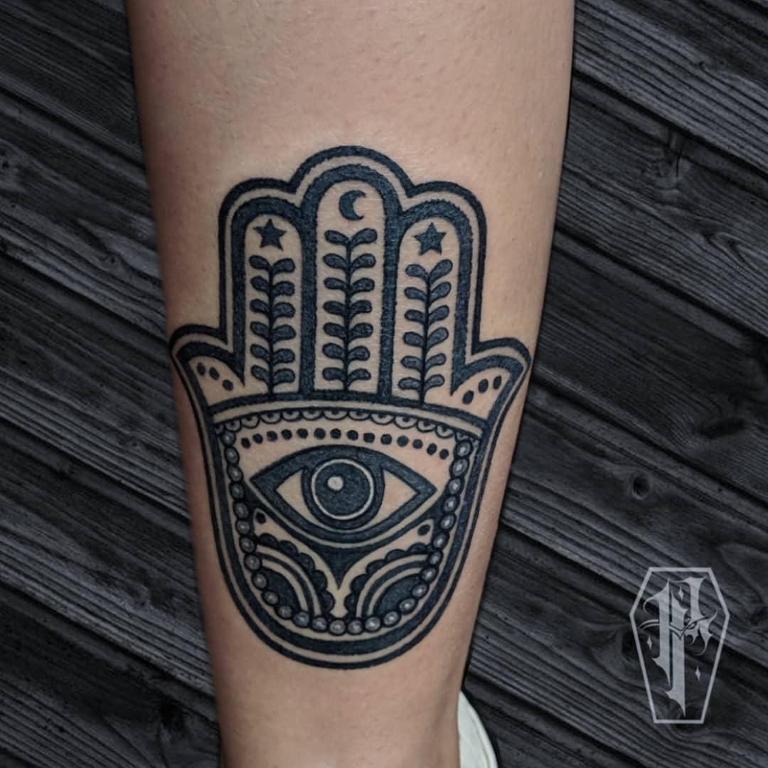 Tattoo mano di fatima by @redhometattoo