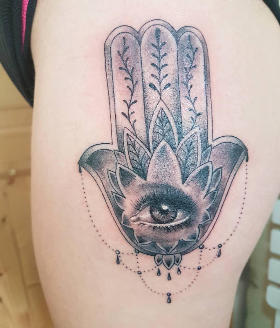 mano di fatima tattoo by @anastasia_fais