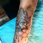 mano di fatima tattoo by @big_otta_tattoo