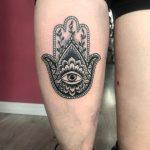 mano di fatima tattoo by @calaci_tattooer