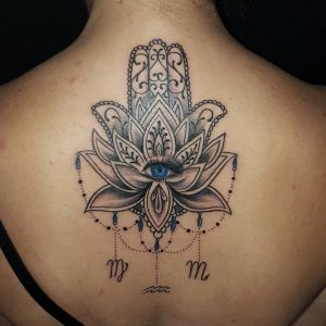mano di fatima tattoo by @darklighttattoo