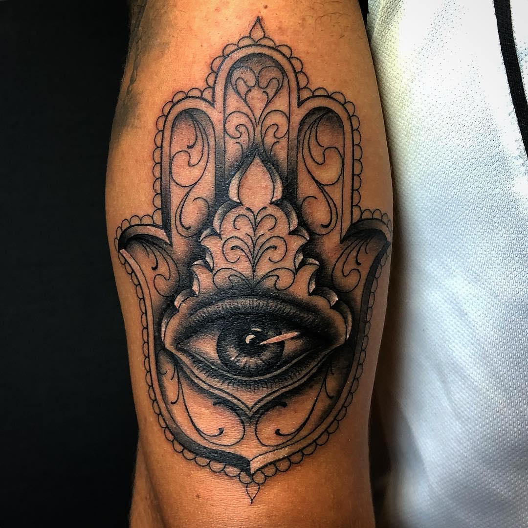 mano di fatima tattoo by @fabio_thesacredink