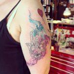 mano di fatima tattoo by @federica_minicitenan
