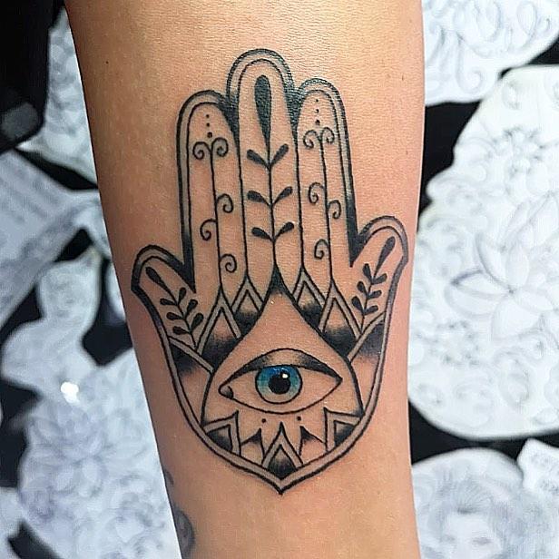 mano di fatima tattoo by @paolo_mainardi