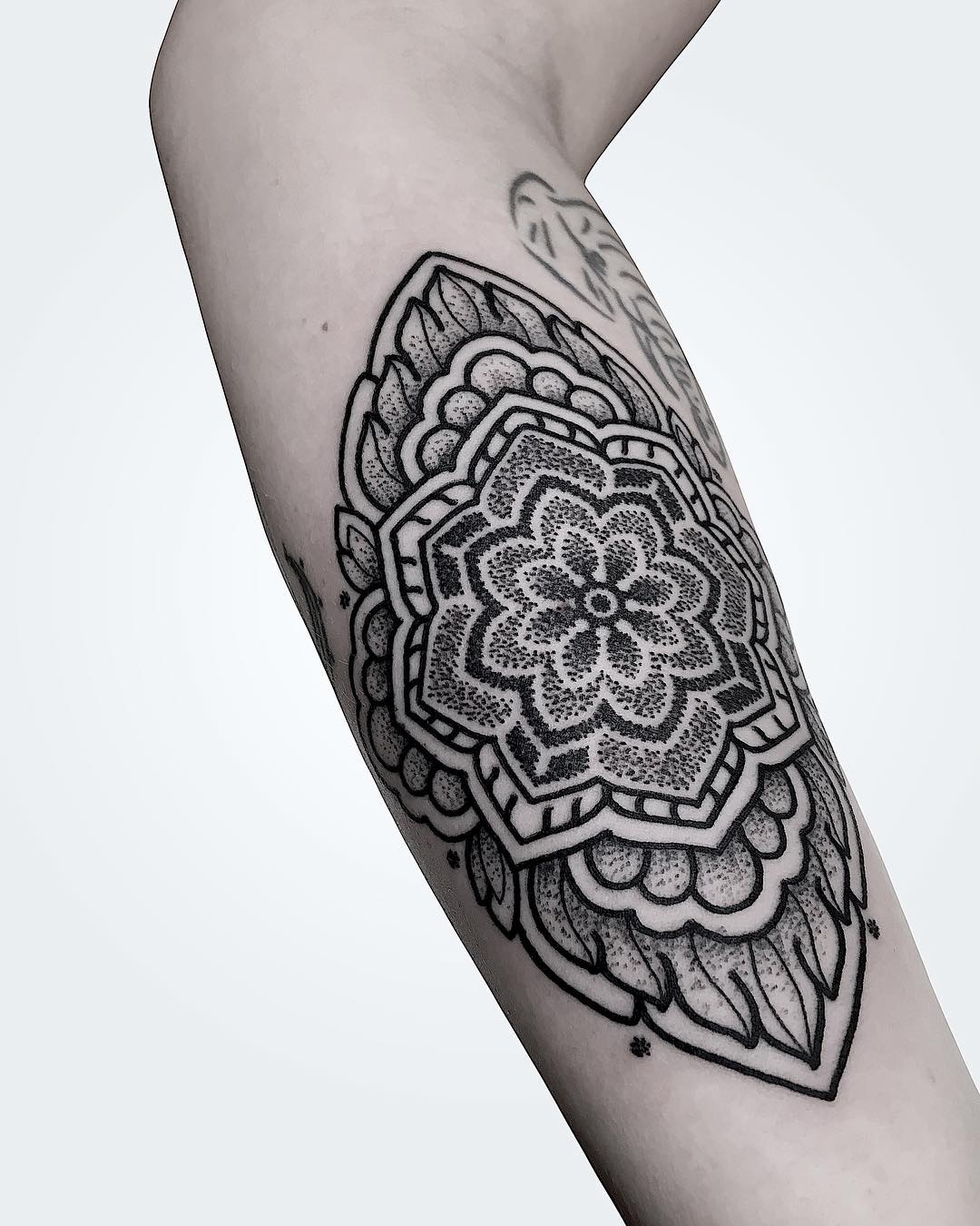 tattoo mandala braccio by @manchetattoo