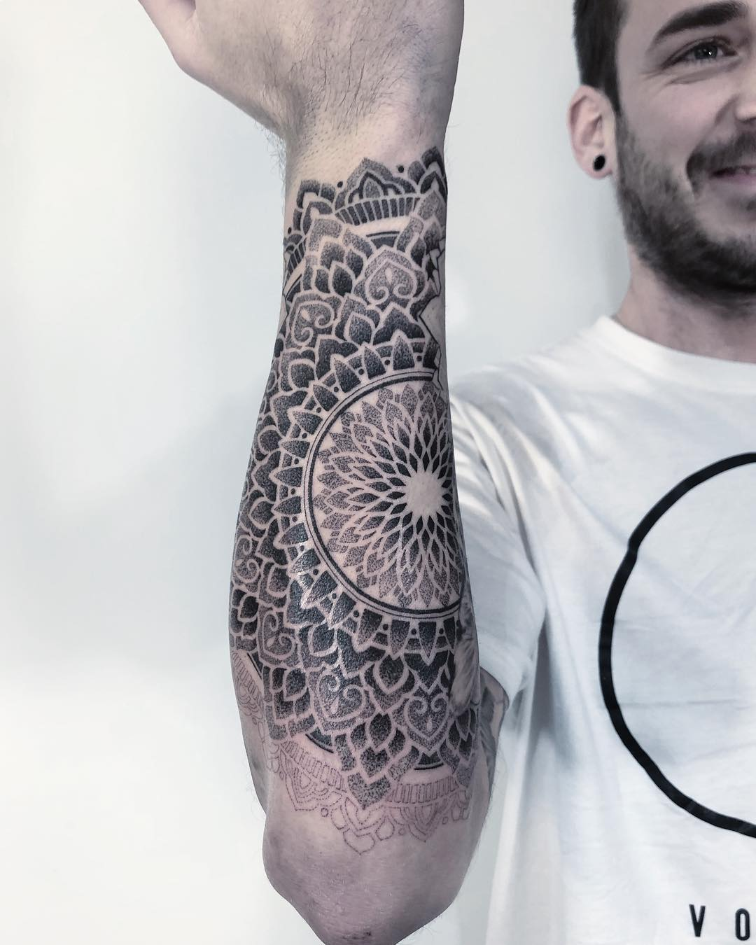tattoo mandala by @abigaillouisetattoo