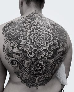 tattoo mandala by @manchetattoo
