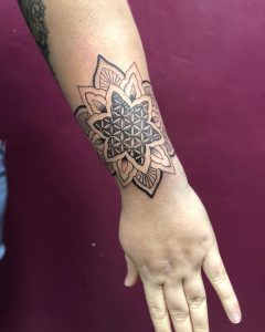 tattoo mandala by @melaniekeat_tattoo