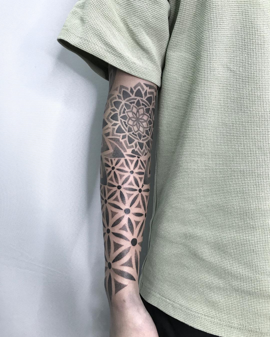 tattoo mandala by @tomm_li
