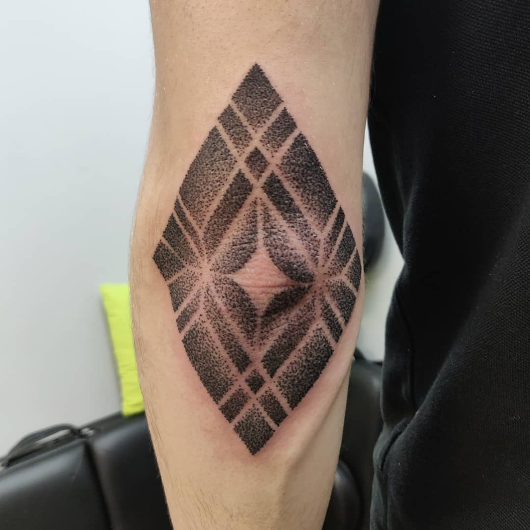tattoo mandala by @treblig.tattoo