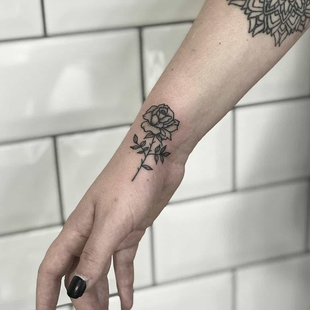 Tatuaggio al polso fa male? Scopriamolo insieme!