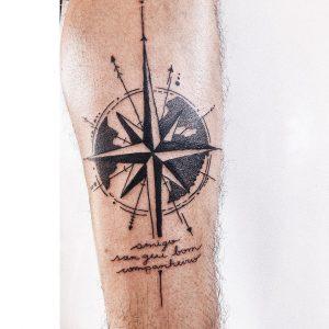 Tattoo rosa dei venti polpaccio by @ingridvanmalli
