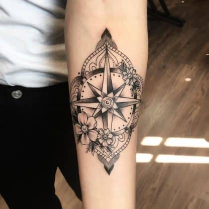 Tattoo rosa dei venti mandala by @laura_bow_Tattoo rosa dei venti mandala by @laura_bow_