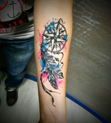 Tattoo rosa dei venti tattoo piuma by @cortesi_francesco