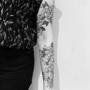 tattoo black lines flowers by @evavanoverbeeke at @inkdistrictamsterdam