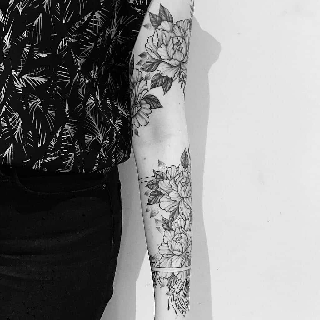 tattoo black lines flowers by @evavanoverbeeke at @inkdistrictamsterdam