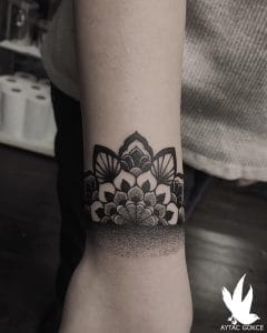 tattoo black lines by @aytacgokce