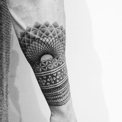 tattoo black lines puntillism by @evavanoverbeeke at @inkdistrictamsterdam
