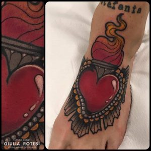 cuore sacro tattoo by @giuliarotesitattooer