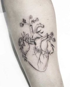 tattoo cuore by @silenzi_tattoo