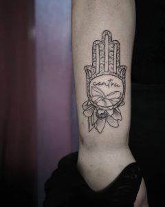 fiore di loto tattoo mano di fatima by @matteozat_tattoo