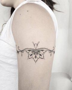 Tatouage par @lauritasharpz_tattoo