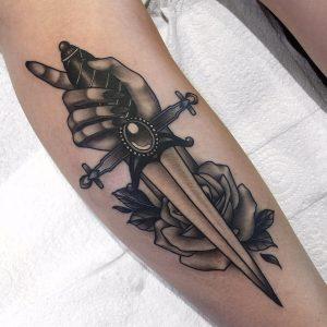 rosa e pugnale tattoo by @emilyclairetattoo