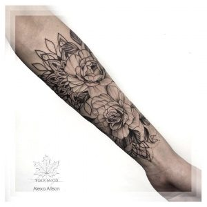 rosa tattoo braccio by @alexallison_ink
