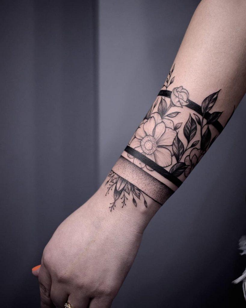 tattoo linee nere fiori by @busstattoo