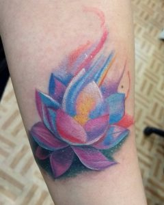 tattoo fiore di loto color by @tonytrotamundos