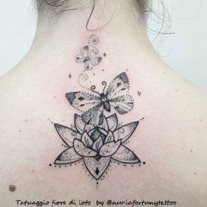 tattoo fiore di loto e farfalla by @nuriafortunytattoo