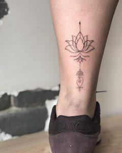 tattoo fiore di loto sulla caviglia by @souljah.d