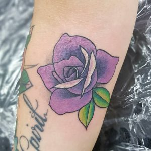 tattoo rosa viola by @jay_doylux
