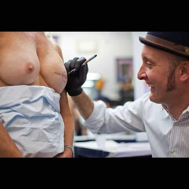 Vinnie Myers e il nipple tattoo 3D photocredits @karenlazarovitz_brca