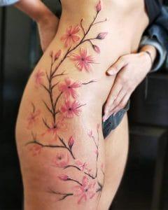 tatuaggio gamba fiori