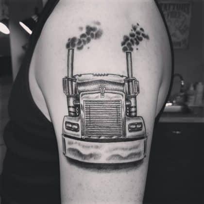 tatuaggio lavoro camionista